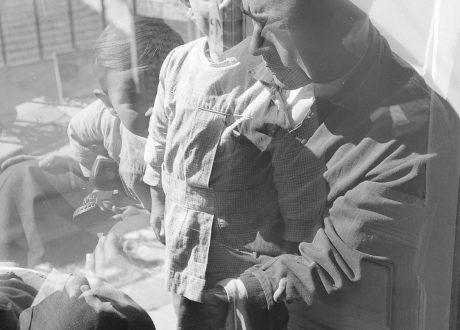 O filho de Marcelino Vespeira, 1949-52, um dos retratos de Fernando Lemos publicados na ZUM #11