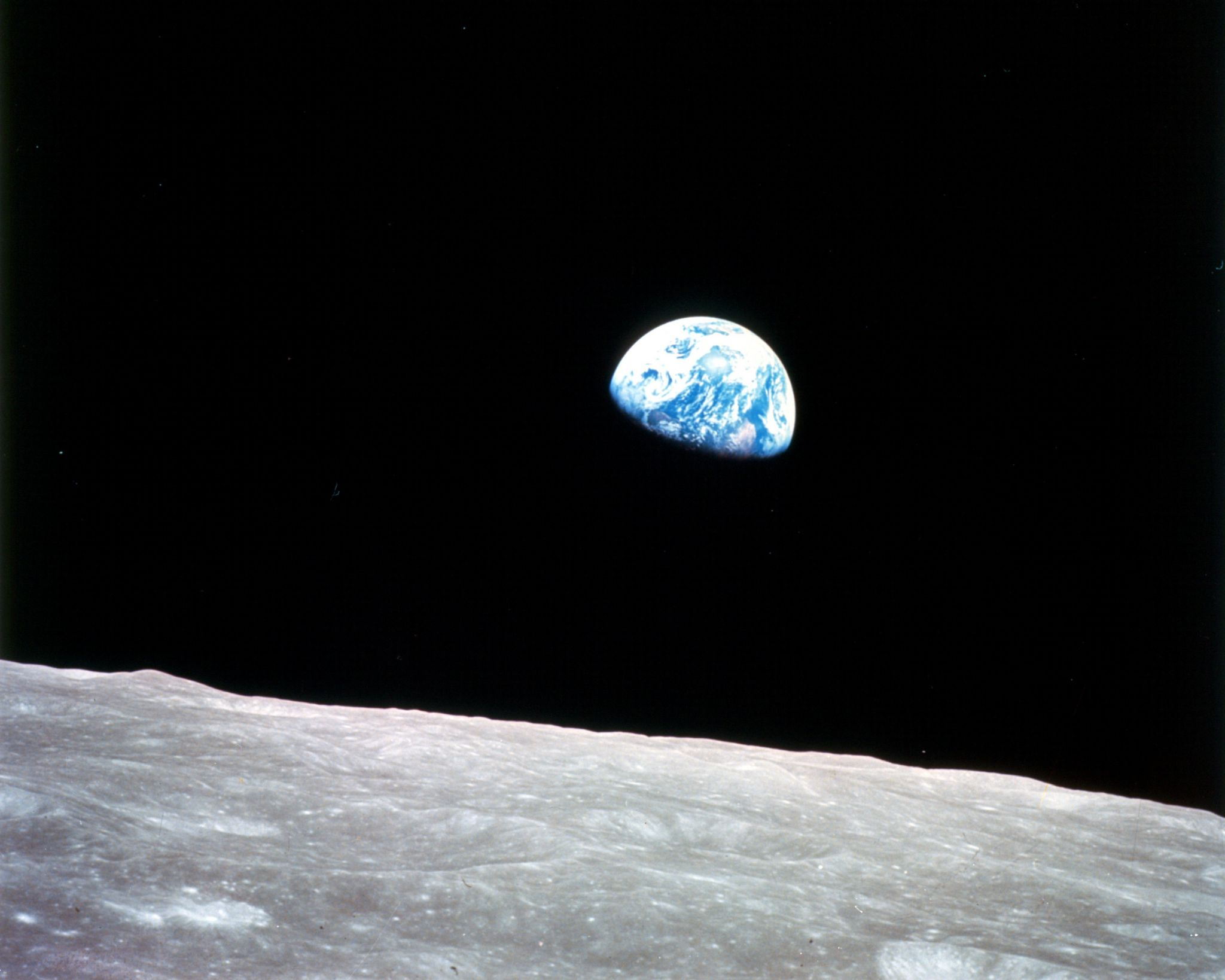 earth-rise-view-from-moon