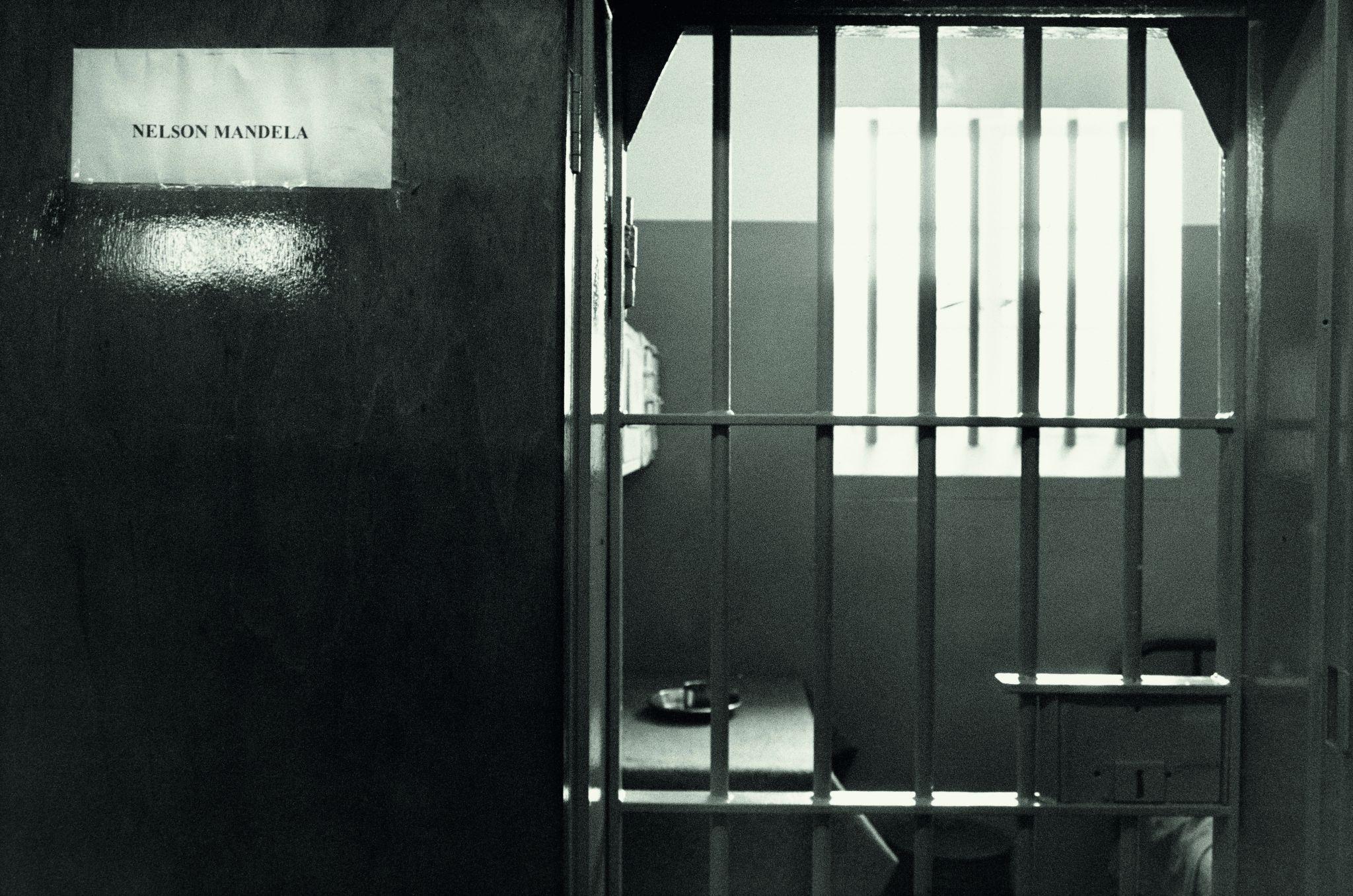 A minúscula cela de Mandela, com meros seis metros quadrados, 1992, Koto Bolofo