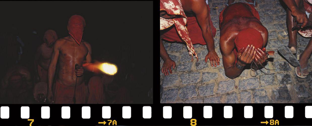 Penitentes de Pilão Arcado com as disciplinas na mão. Bahia, 2005.