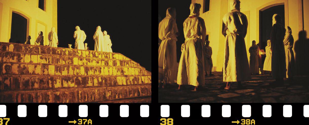 Penitentes de Laranjeiras em frente a igreja. Sergipe, 2002.
