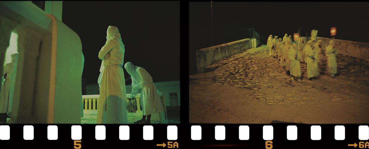 Penitentes de Laranjeiras, um dos únicos grupos que ainda seguem a badalada tradicional, saindo pontualmente a meia-noite. Talvez pelo horário, os penitentes são ignorados pela população. Sergipe, 2006.