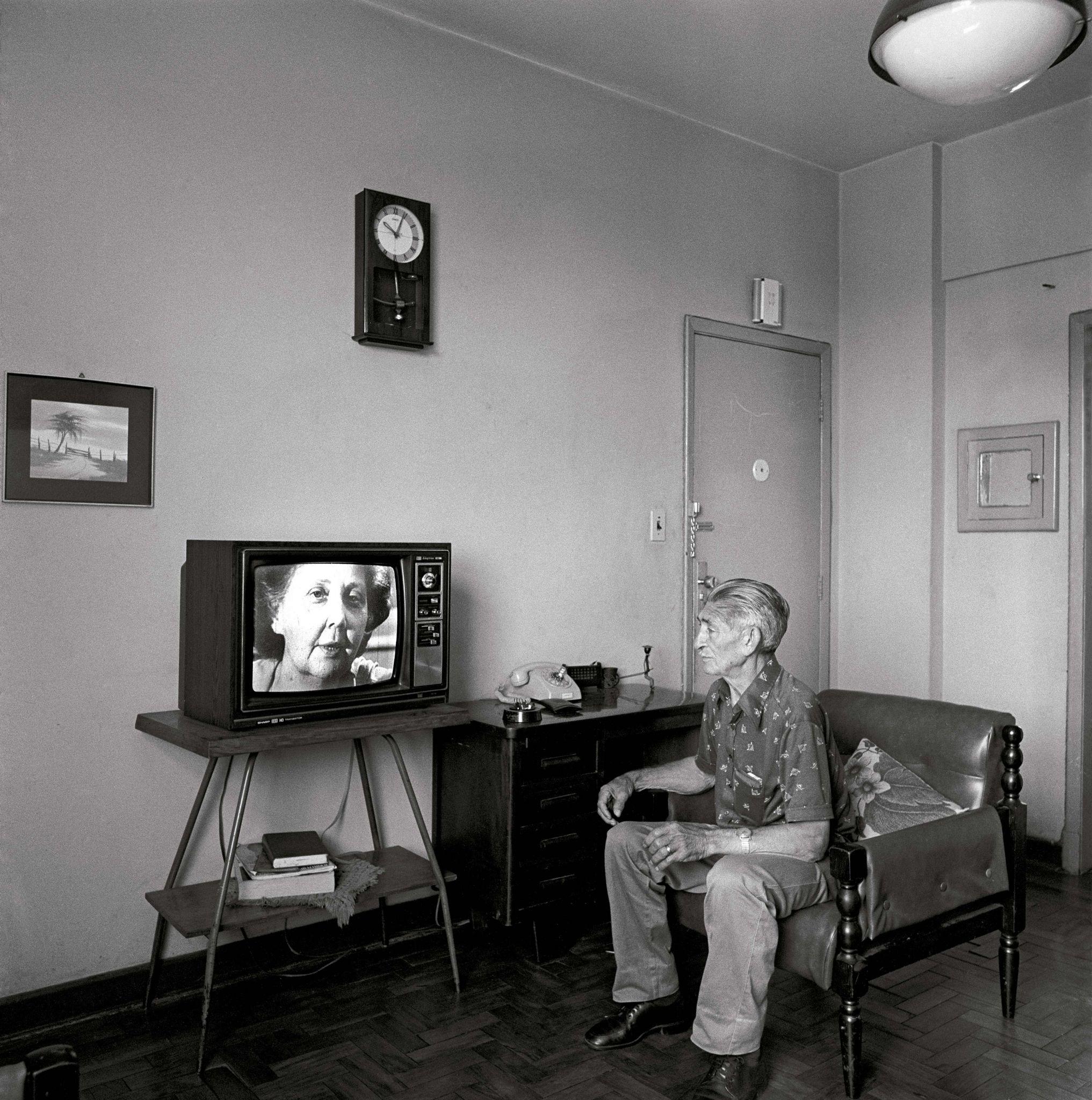 1979-45-Homem-e-televisão
