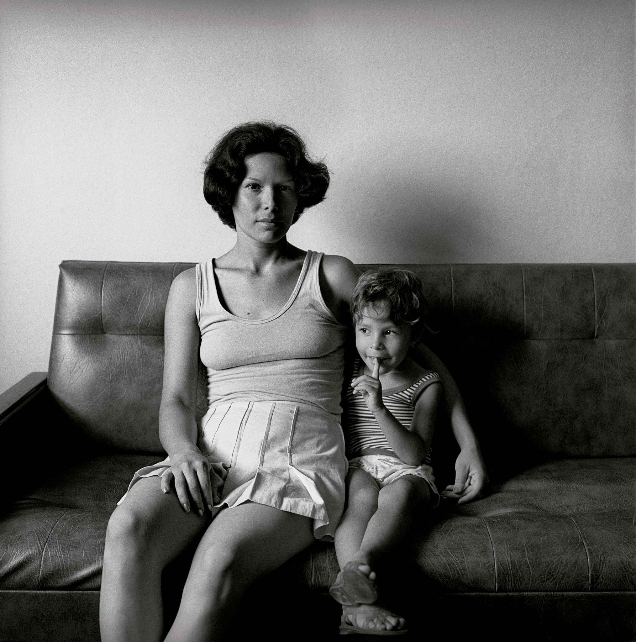 1979-61-04-Mãe-dois-filhos-2