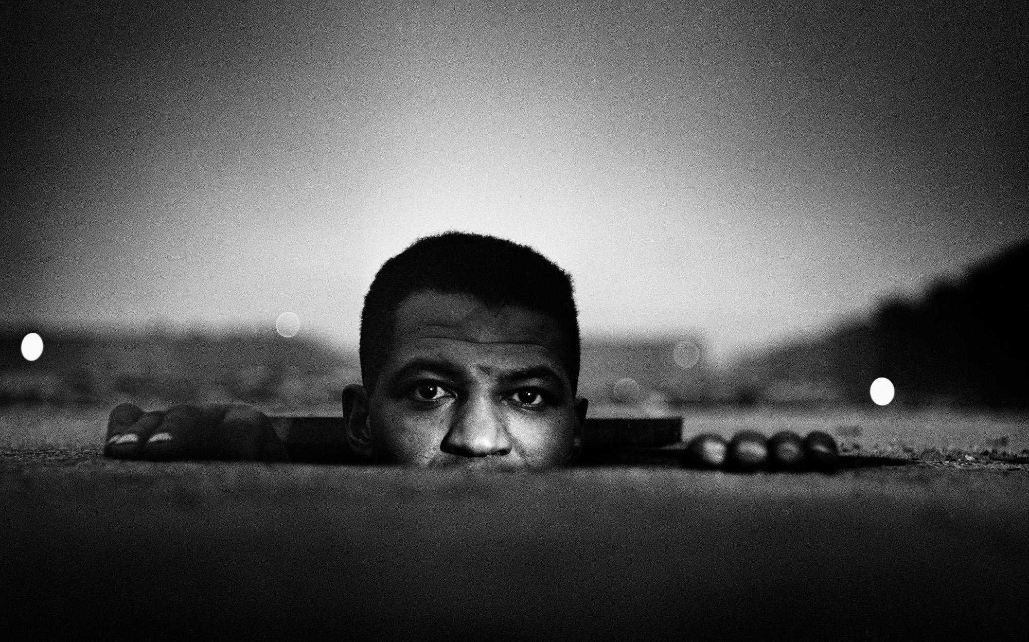 O homem que emerge, 1952 ©Gordon Parks Foundation