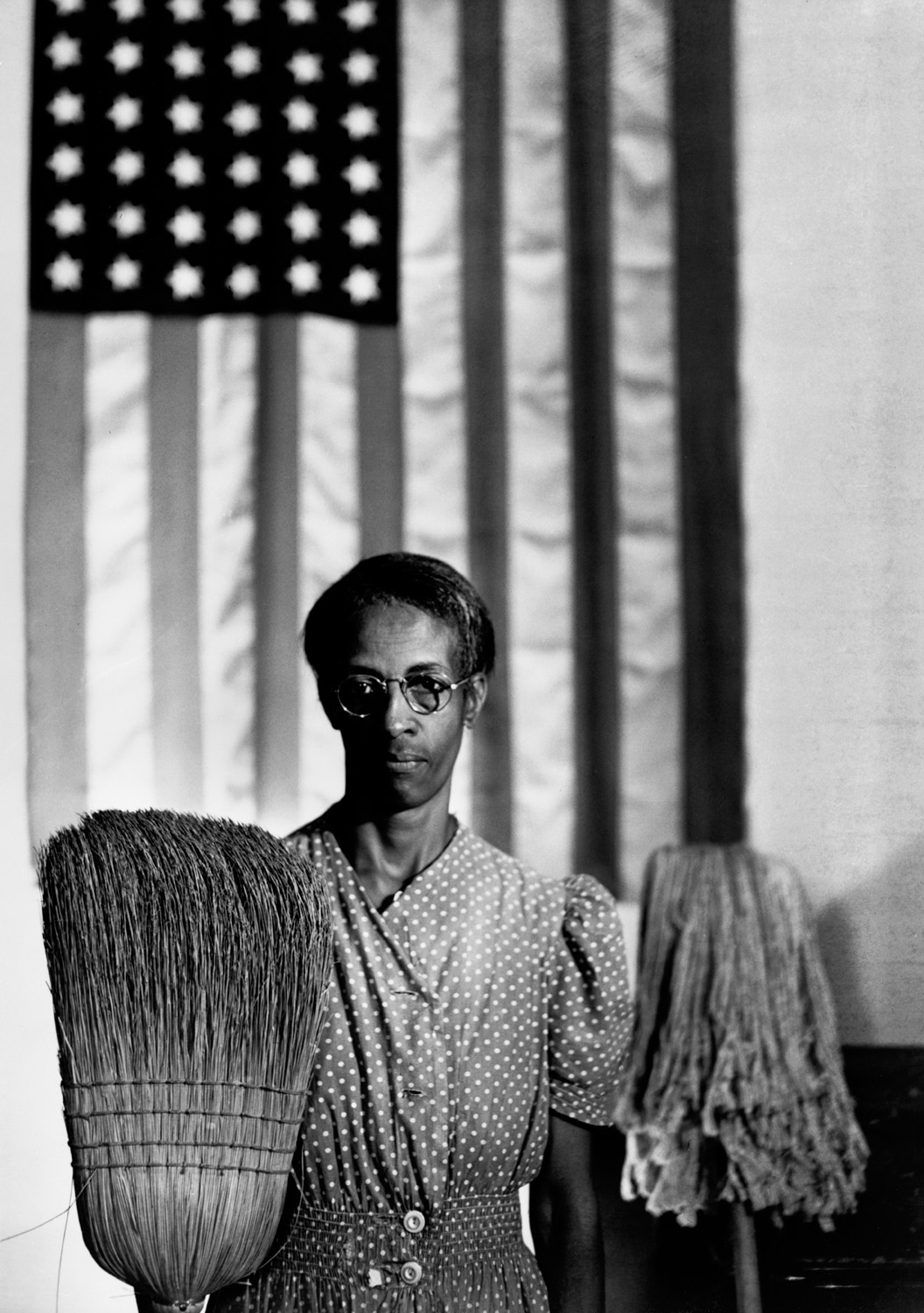 American Gothic, 1942 ©Gordon Parks Foundation