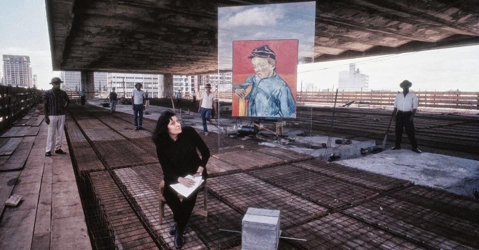 Lina Bo Bardi durante a construção do MASP, 1967, Lew Parrella