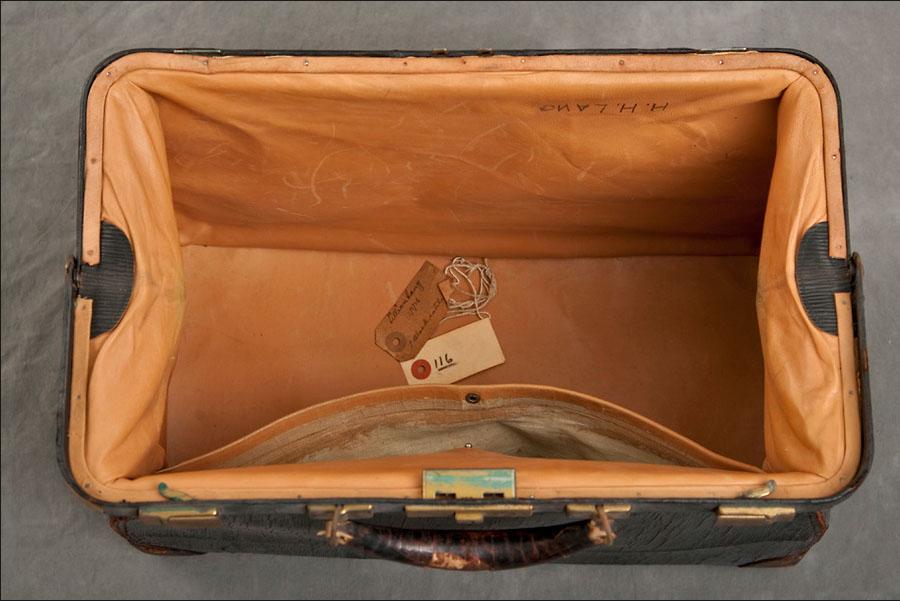 Crispin encontrou mais da metade das valises sem conteúdo algum