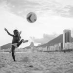 """Fotógrafo da Magnum, David Alan Harvey lança o livro """"Beach Games"""" no Rio, dia 6/2"""