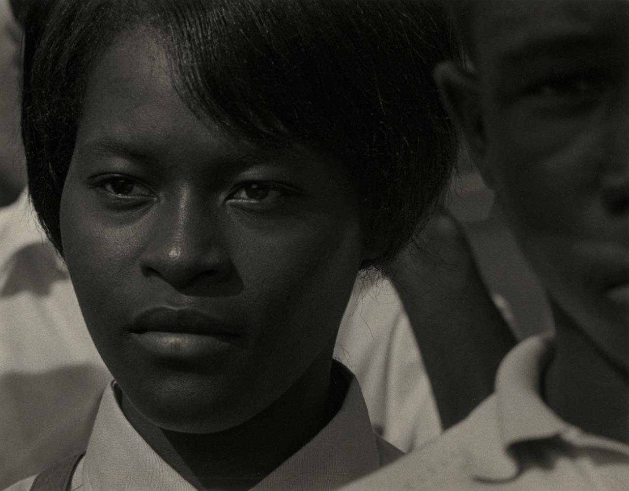 Manifestante pela liberdade em Mississippi, Washington D.C., 1963.Foto de Roy DeCarava