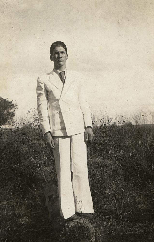 Desvio_Homem de terno branco