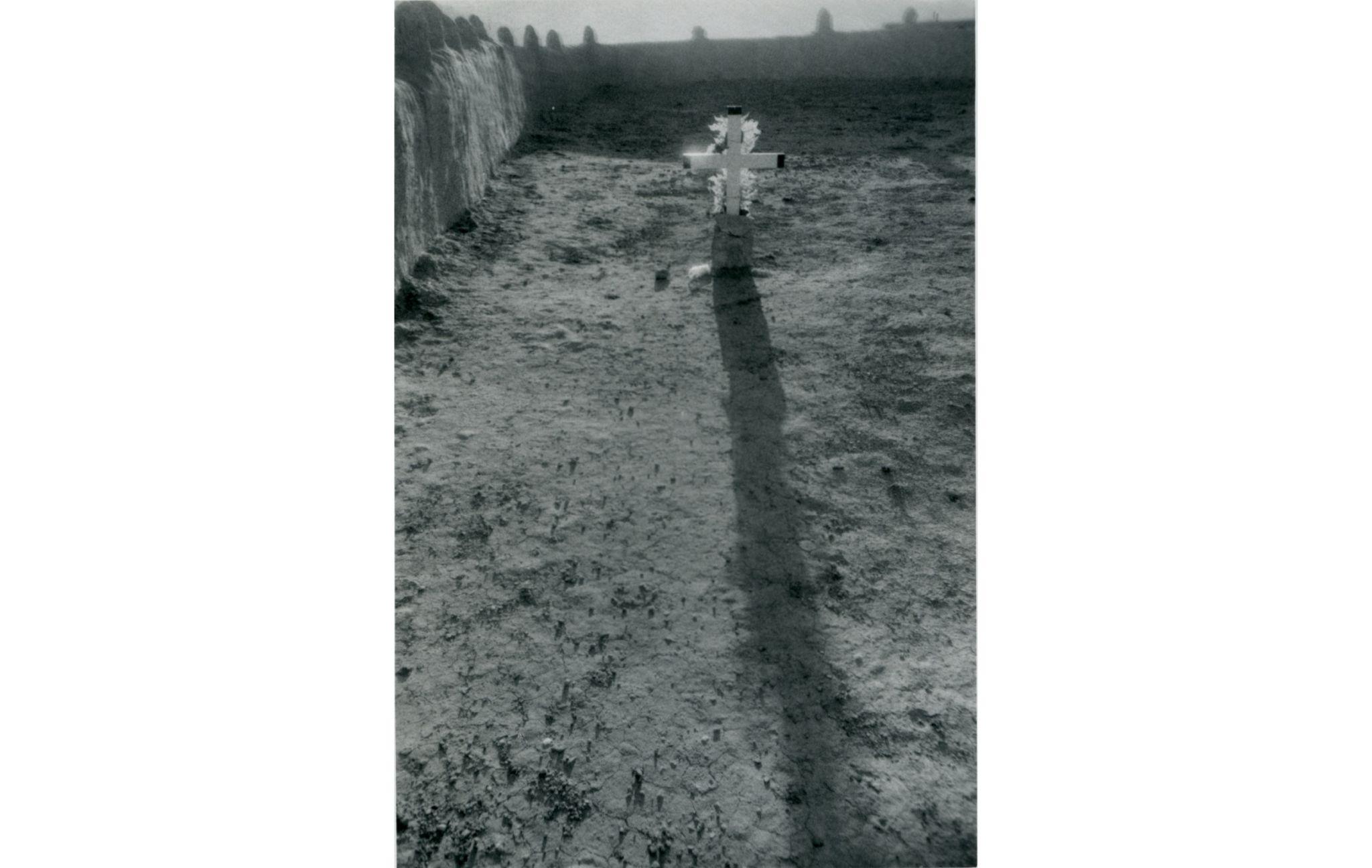 Sem título (cruz com sombra longa), c. 1969-1973
