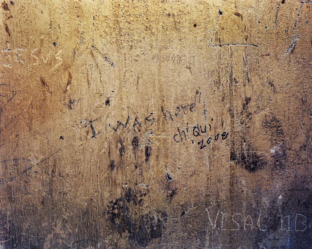 """Ambroise Tézenas, Museu do Genocídio Tuol Sleng, Camboja, da série """"Eu estive aqui/Turismo da desolação""""."""