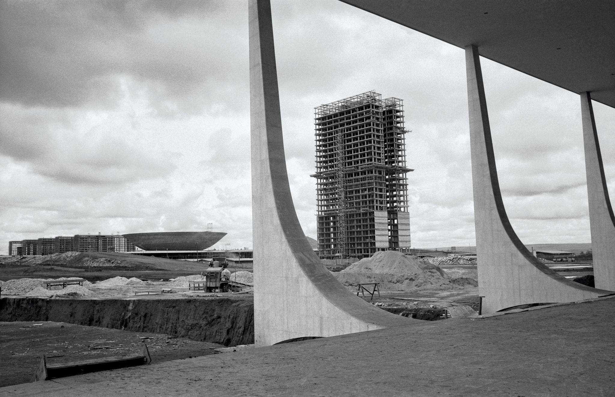 Congresso Nacional em construção visto do Palácio do Planalto, 1959