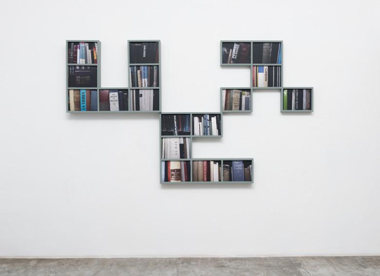 """Marilá Dardot, """"O Labirinto – Livraria das Utopias Possíveis"""", 2008. Foto: Edouard Fraipont"""