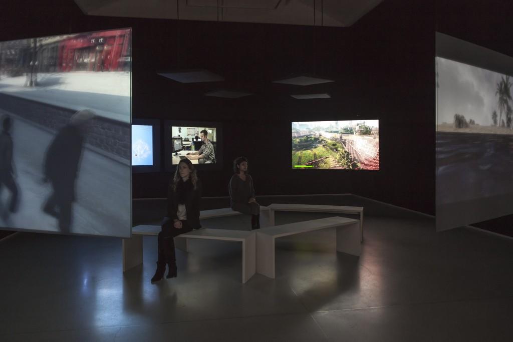 """""""Paralelo I-IV"""" em exibição na Galerie Thaddaeus Ropac, Paris, 2014. Foto © Philippe Servent"""