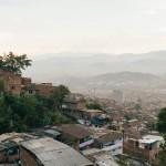 Diário de viagem #1: Um campo de futebol no bairro Granizal, Medellín, Colômbia