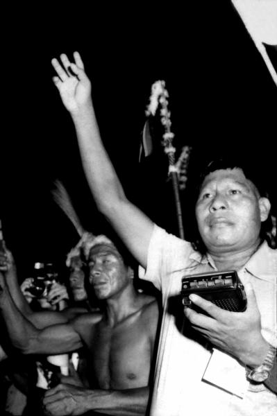 """Ricardo Chaves, """"Juruna e seu gravador"""", sem data"""