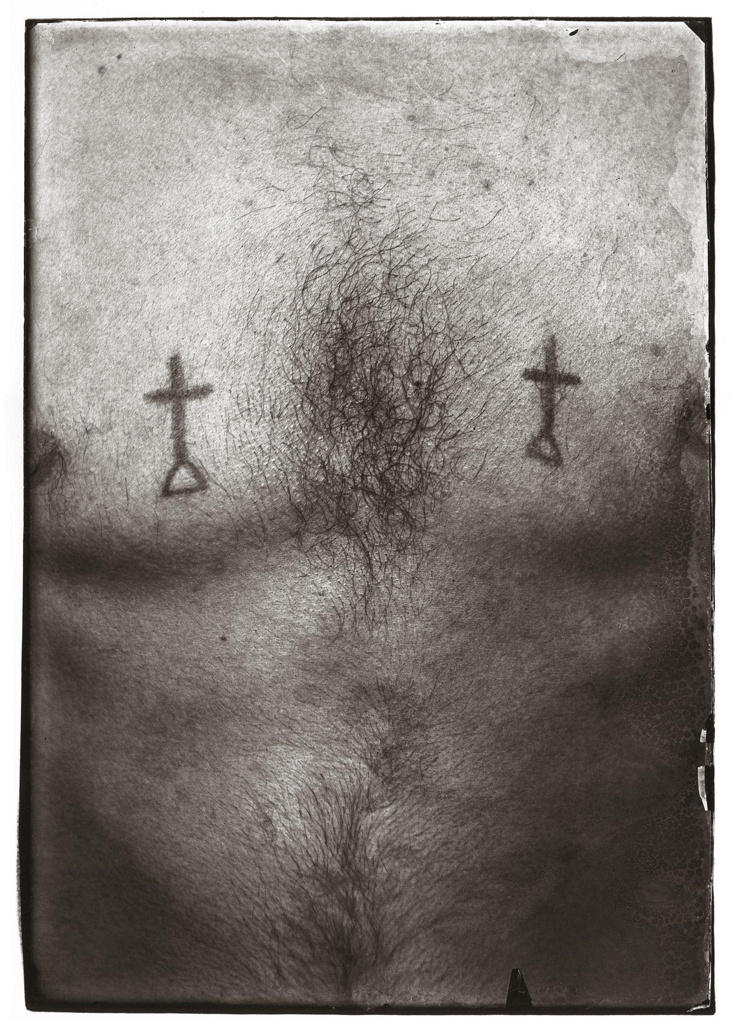 Rosângela Rennó, Sem título (Tattoo 2), 1998, da série Museu Penitenciário/Cicatriz, 1997–1998. Cortesia da artista