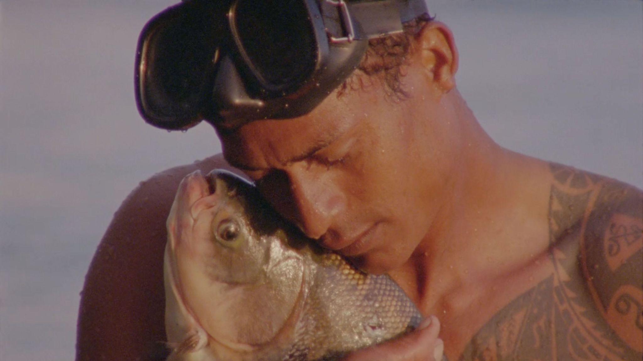"Jonathas de Andrade, ""O peixe"" [still]"