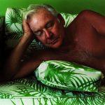 Larry Sultan e o avesso da mitologia familiar no fotolivro <em>Fotos de casa</em>