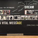 Ambiciosa exposição em Barcelona apresenta o universo em torno do fenômeno dos fotolivros